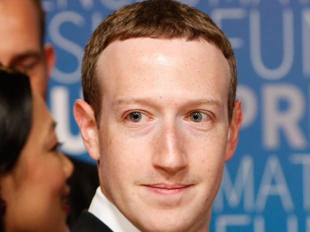 Chỉ vì kiểu tóc bát úp quý tộc, Mark Zuckerberg bị cà khịa ngay tại hội nghị và chế ảnh không hồi kết trên Internet - Ảnh 2.