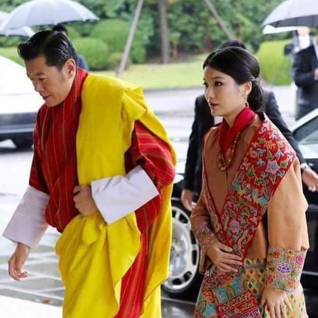 Hoàng hậu vạn người mê Bhutan khiến dân tình phát sốt tại lễ đăng quang Nhật hoàng để lộ loạt ảnh quá khứ gây ngỡ ngàng - Ảnh 2.