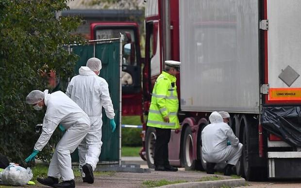 Vụ 39 thi thể trong container gây chấn động Anh: Nạn nhân đã chết ít nhất 12 tiếng, tài xế suýt ngất khi phát hiện thảm kịch - Ảnh 1.