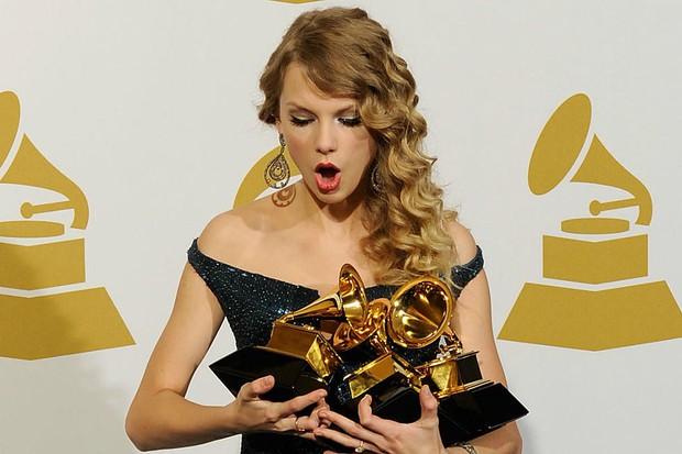 Cái tên Taylor Swift đã xuất hiện trên làng nhạc thế giới được 13 năm và đây là 13 cột mốc lớn trong sự nghiệp khiến ai ai cũng phải trầm trồ - Ảnh 25.