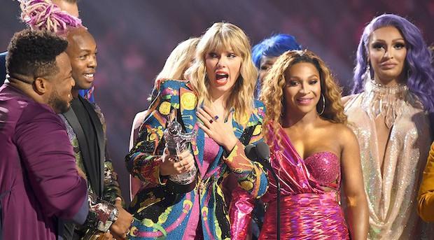 Cái tên Taylor Swift đã xuất hiện trên làng nhạc thế giới được 13 năm và đây là 13 cột mốc lớn trong sự nghiệp khiến ai ai cũng phải trầm trồ - Ảnh 7.