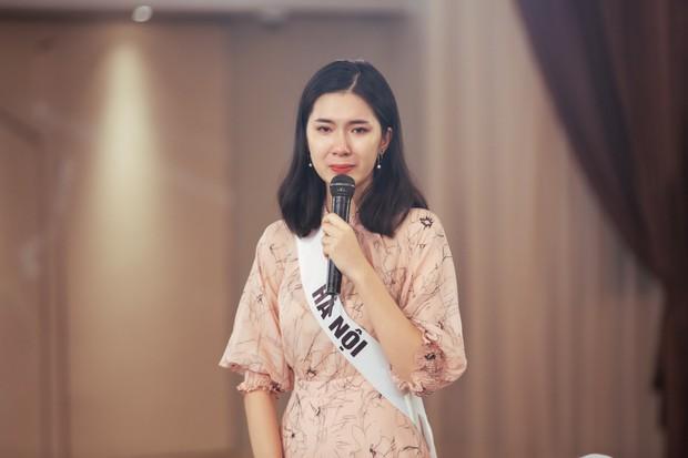 Giám khảo khó tính nhất Hoa hậu Hoàn vũ VN: Rung bàn, khom lưng, cầm nĩa sai... đều bị trừ điểm thanh lịch - Ảnh 6.