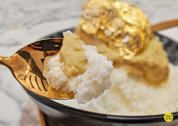 Sầu riêng dát vàng có giá lên đến 650 nghìn đồng nhưng vẫn khiến các tín đồ Mao Shan Wang ở Singapore mê mẩn - Ảnh 5.