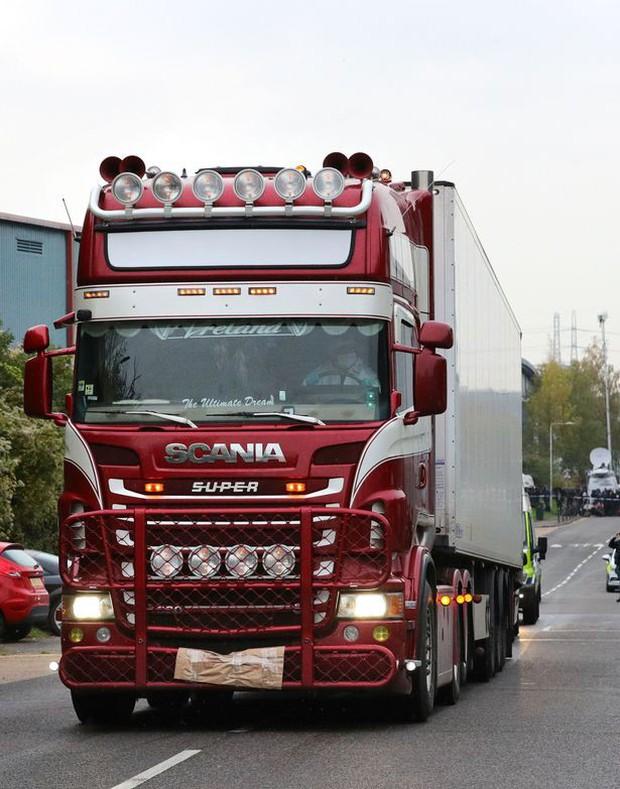 Chuyến đi tử thần của 39 nạn nhân trong xe container: Nhân viên an ninh tiết lộ lý do chiếc xe vượt qua được hải quan Anh Quốc - Ảnh 1.