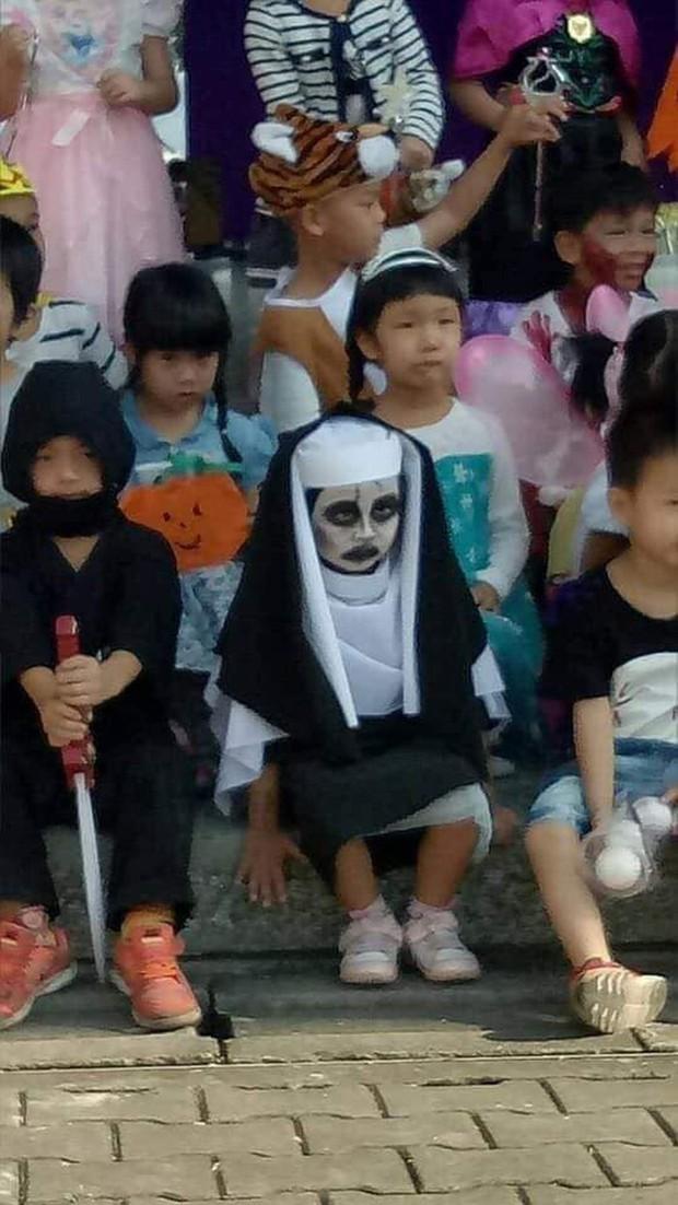 Đặc sản Halloween chính là những màn hóa trang Vô Diện, Joker, Valak,... phiên bản nhí cute hết nấc! - Ảnh 8.