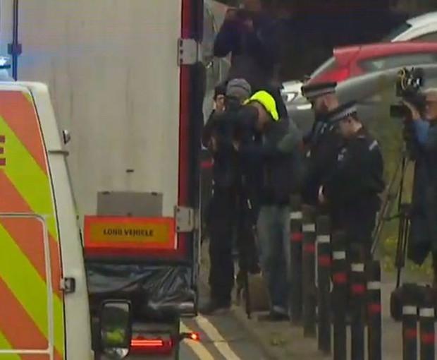 Chuyến đi tử thần của 39 nạn nhân trong xe container: Nhân viên an ninh tiết lộ lý do chiếc xe vượt qua được hải quan Anh Quốc - Ảnh 4.