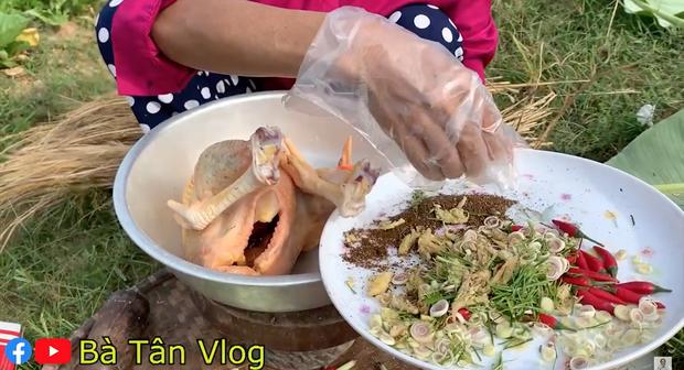 """Vừa tuyên bố không làm clip """"siêu to khổng lồ"""" nữa, Bà Tân Vlog đã chuyển sang thử thách ăn uống và nấu ăn đời thường?  - Ảnh 3."""