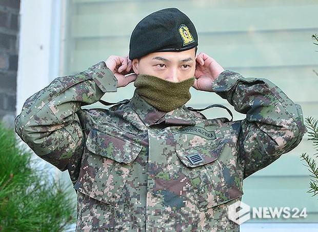 Ông hoàng Kpop G-Dragon cuối cùng đã xuất ngũ: Quá ngầu, cúi gập 90 độ trước 3.000 fan và phóng viên đông nghẹt thở - Ảnh 5.