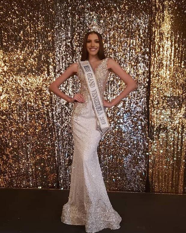 Soi cận nhan sắc và thần thái hút hồn của mỹ nhân Venezuela 10x vừa đăng quang Hoa hậu Hoà bình - Ảnh 10.