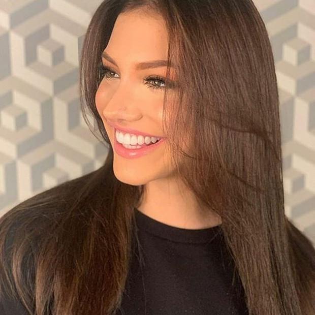 Soi cận nhan sắc và thần thái hút hồn của mỹ nhân Venezuela 10x vừa đăng quang Hoa hậu Hoà bình - Ảnh 2.