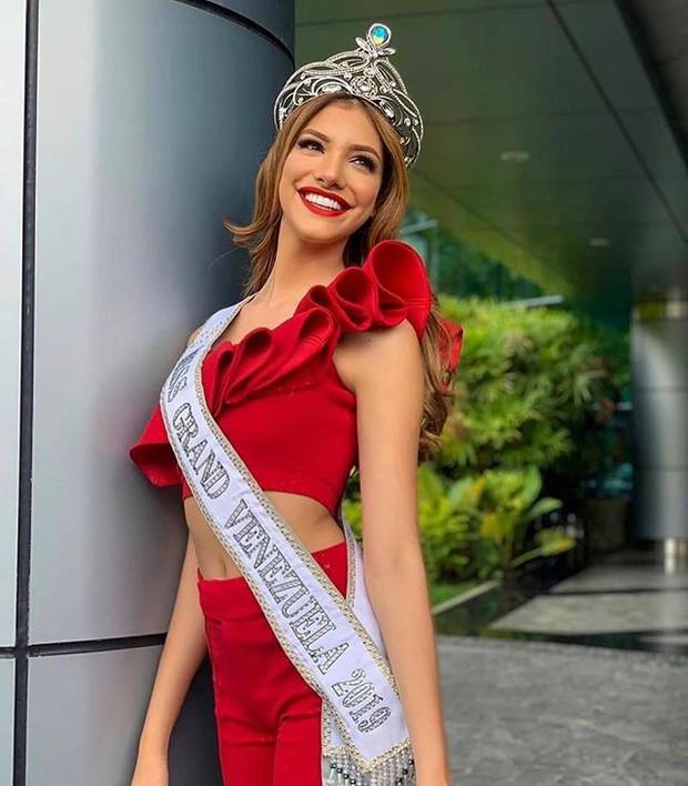 Soi cận nhan sắc và thần thái hút hồn của mỹ nhân Venezuela 10x vừa đăng quang Hoa hậu Hoà bình - Ảnh 9.