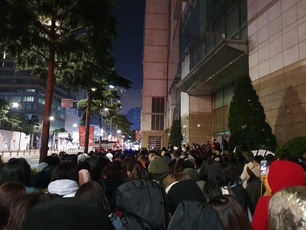 Đẳng cấp G-Dragon xuất ngũ: 1.000 phóng viên đăng ký đón, 2.000 fan túc trực từ đêm nín thở chờ ông hoàng comeback - Ảnh 3.