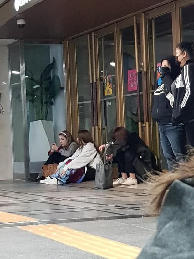 Đẳng cấp G-Dragon xuất ngũ: 1.000 phóng viên đăng ký đón, 2.000 fan túc trực từ đêm nín thở chờ ông hoàng comeback - Ảnh 4.