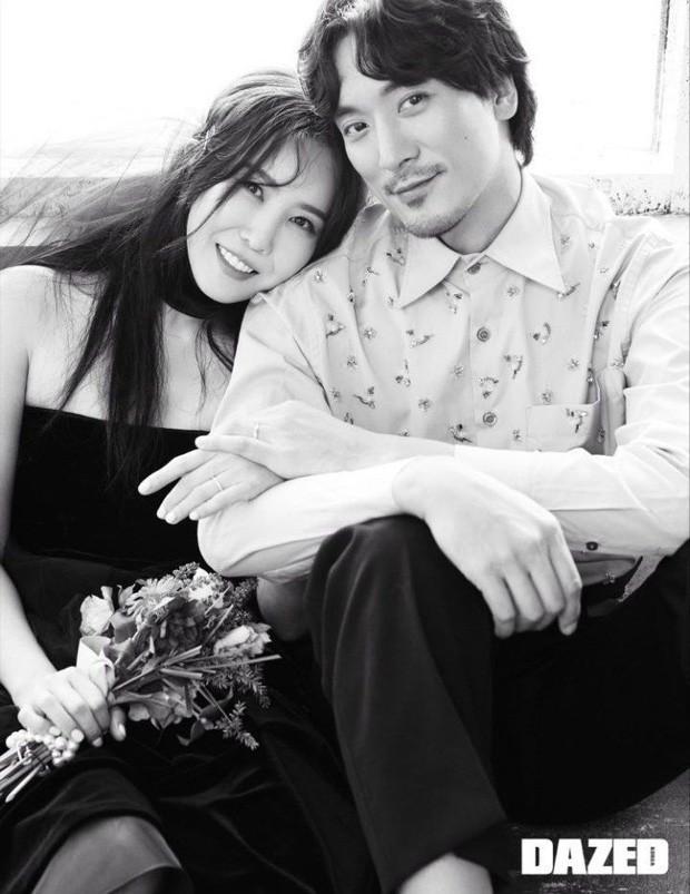 Bức ảnh gia đình 5 người nhà G-Dragon gây sốt: Ông hoàng Kpop sáng nhất khung hình nhưng nhan sắc chị gái và chồng tài tử cũng không hề kém cạnh - Ảnh 4.