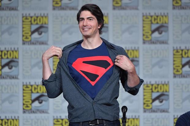 Ngất xỉu trước Superman phiên bản Brandon Routh: Diện đồ body ôm sát vẫn múi cuồn cuộn xuất sắc như ngày nào - Ảnh 6.