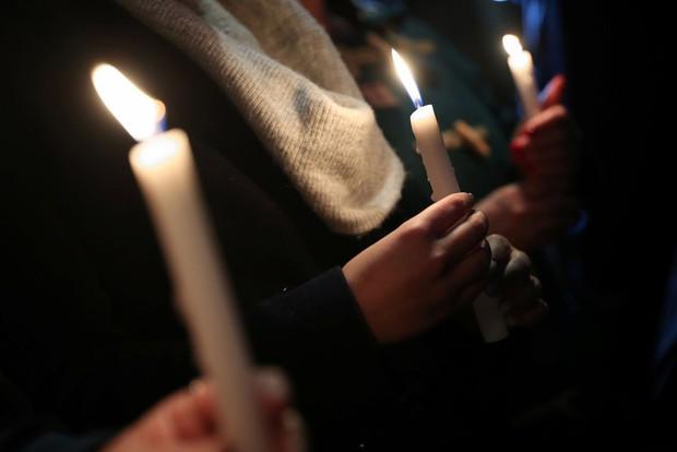 Thảm kịch 39 người chết trong container: Người dân Anh tổ chức thắp nến cầu nguyện cho các nạn nhân - Ảnh 4.