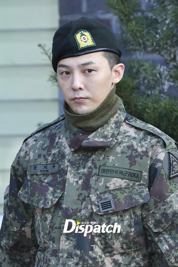 Ông hoàng Kpop G-Dragon cuối cùng đã xuất ngũ: Quá ngầu, cúi gập 90 độ trước 3.000 fan và phóng viên đông nghẹt thở - Ảnh 10.