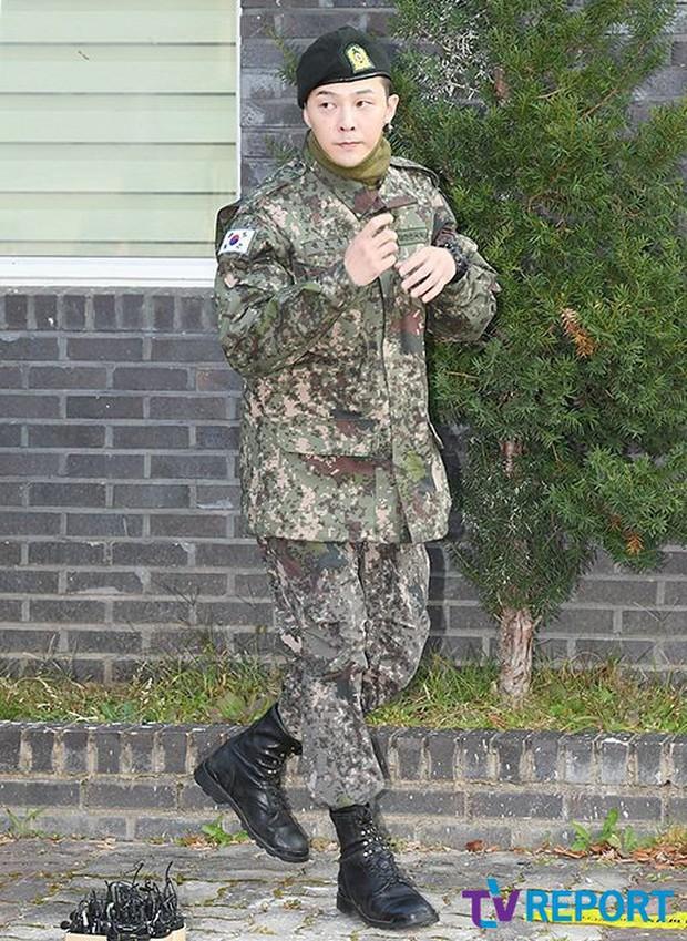 Ông hoàng Kpop G-Dragon cuối cùng đã xuất ngũ: Quá ngầu, cúi gập 90 độ trước 3.000 fan và phóng viên đông nghẹt thở - Ảnh 3.