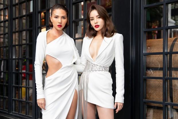 Chẳng ngán cái lạnh Sapa, Ngọc Trinh và Kỳ Duyên lên đồ sexy dự show của NTK Lê Thanh Hòa - Ảnh 4.