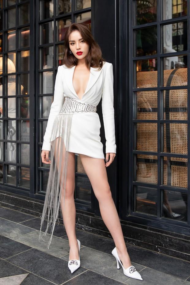 Chẳng ngán cái lạnh Sapa, Ngọc Trinh và Kỳ Duyên lên đồ sexy dự show của NTK Lê Thanh Hòa - Ảnh 3.