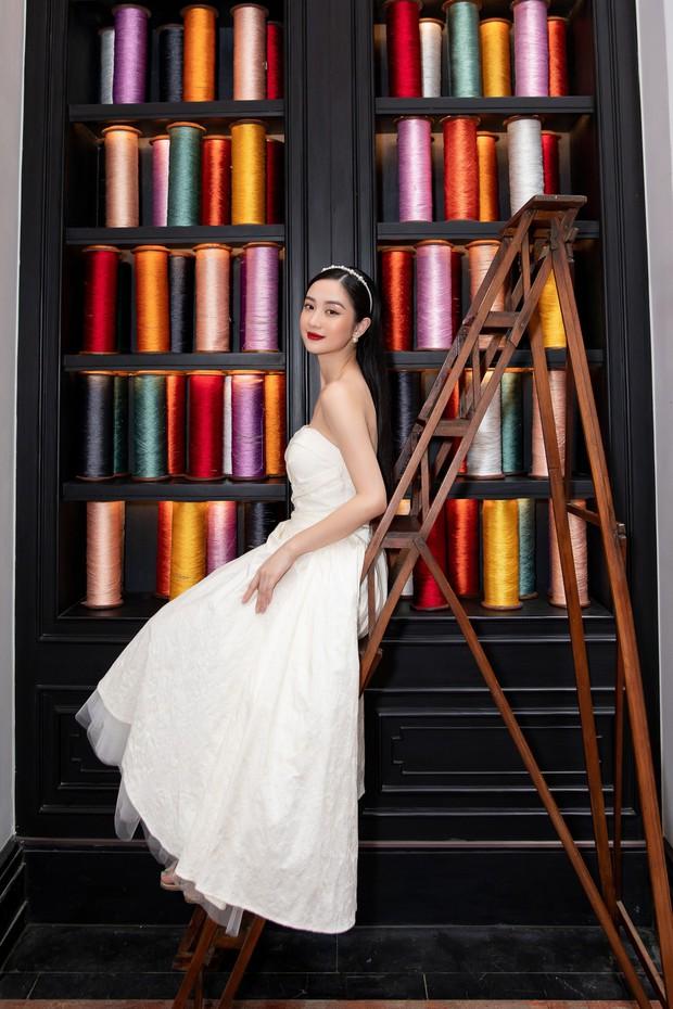 Chẳng ngán cái lạnh Sapa, Ngọc Trinh và Kỳ Duyên lên đồ sexy dự show của NTK Lê Thanh Hòa - Ảnh 6.