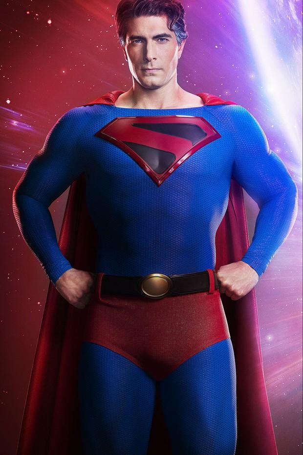 Ngất xỉu trước Superman phiên bản Brandon Routh: Diện đồ body ôm sát vẫn múi cuồn cuộn xuất sắc như ngày nào - Ảnh 1.