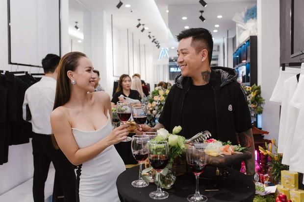 """Vợ chồng ca sĩ Tuấn Hưng cùng dàn hot face Hà Thành nô nức """"đu đưa"""" mừng DJ Tít làm bà chủ showroom thời trang - Ảnh 2."""