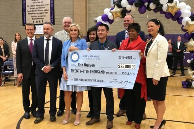 Thầy giáo gốc Việt trở thành 1 trong 40 người được giải thưởng giáo dục uy tín nhất nước Mỹ vinh danh - Ảnh 1.