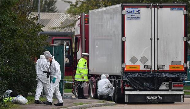 Vụ 39 thi thể trong xe tải: Đoàn công tác Đại sứ quán Việt Nam làm việc với cảnh sát Anh - Ảnh 1.