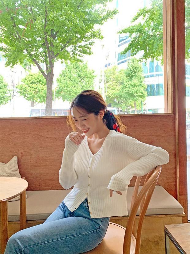Sooyoung có 3 cách mặc cardigan tuyệt xinh, bạn mà áp dụng thì mỗi lần diện cardigan là một lần tỏa sáng - Ảnh 3.