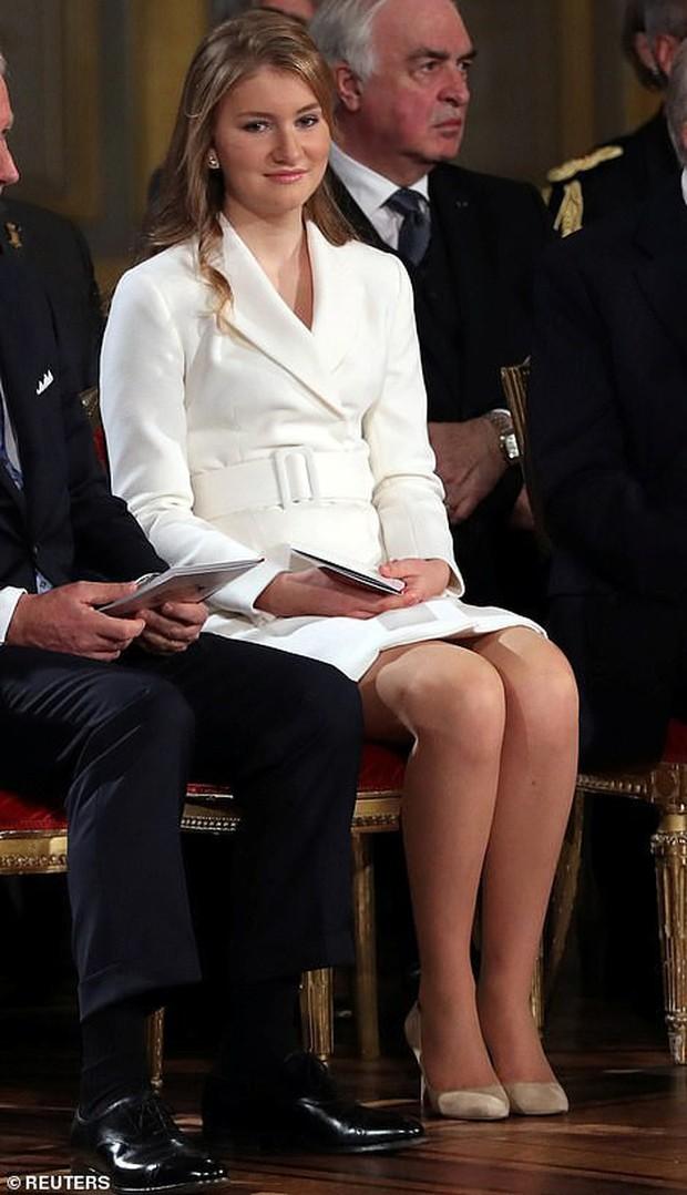 Chân dung nàng Công chúa đẹp tựa nữ thần vừa tròn 18 tuổi, sinh ra đã ở vạch đích, gánh trên vai vận mệnh của Hoàng gia Bỉ - Ảnh 3.