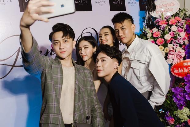 """Vợ chồng ca sĩ Tuấn Hưng cùng dàn hot face Hà Thành nô nức """"đu đưa"""" mừng DJ Tít làm bà chủ showroom thời trang - Ảnh 9."""