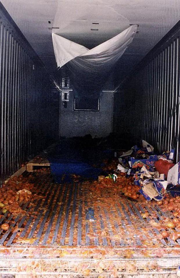 Trước vụ 39 thi thể chết cóng trong container, từng có thảm kịch 58 người tử vong trong xe cà chua ở Anh cách đây gần 2 thập kỷ - Ảnh 3.