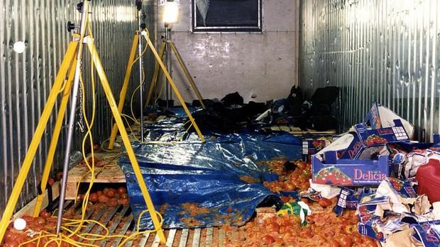 Trước vụ 39 thi thể chết cóng trong container, từng có thảm kịch 58 người tử vong trong xe cà chua ở Anh cách đây gần 2 thập kỷ - Ảnh 2.