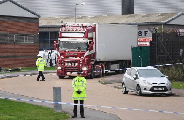 Thảm kịch 39 người chết trong container: Người dân Anh tổ chức thắp nến cầu nguyện cho các nạn nhân - Ảnh 5.