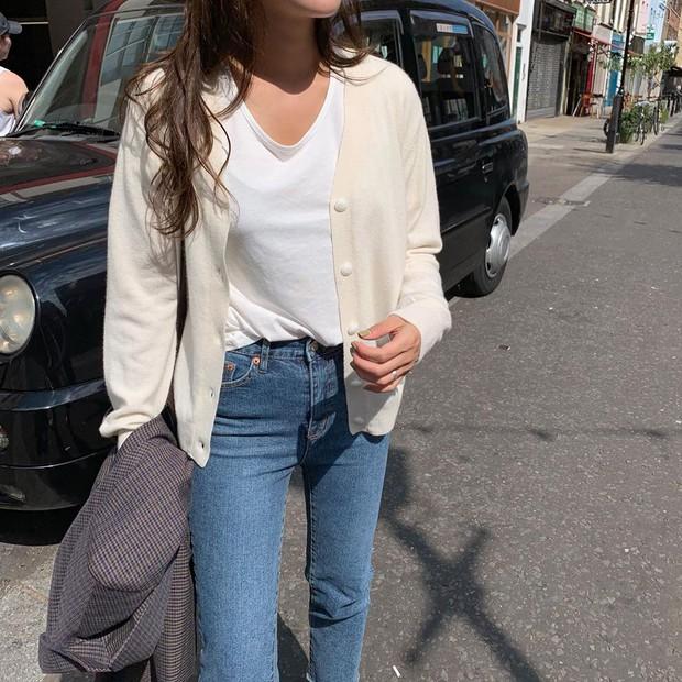 Một chiếc áo phông trắng cũng làm nên outfit xịn sò nếu bạn biết 12 gợi ý phối đồ sau - Ảnh 2.