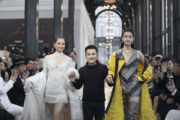 Tiểu Vy và Lương Thùy Linh song kiếm hợp bích, cùng catwalk khuấy đảo show của NTK Lê Thanh Hòa - Ảnh 5.
