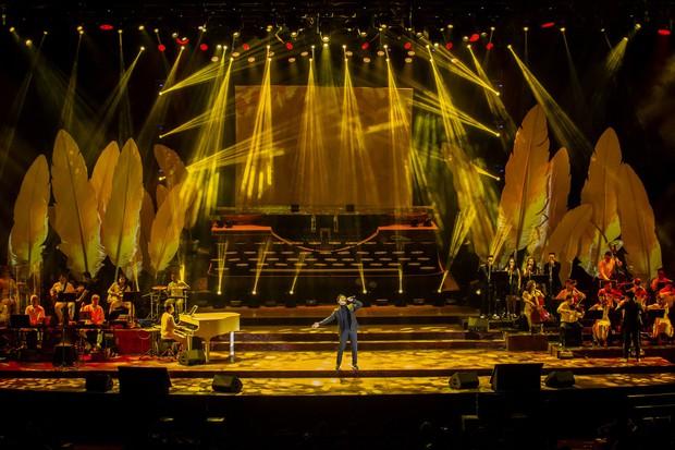 Khán giả không kiềm được nước mắt khi Hà Anh Tuấn hát Nước ngoài trong đêm cuối cùng của live concert Truyện Ngắn - Ảnh 2.