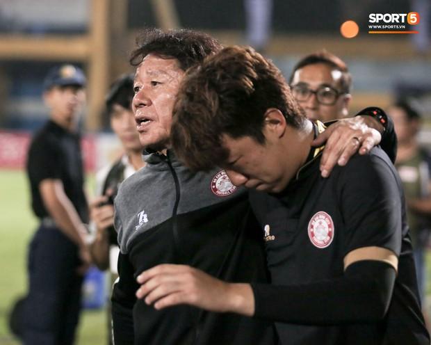 Trợ lý người Hàn Quốc khóc nức nở, không phục thất bại trước Hà Nội FC ở bán kết Cúp Quốc gia 2019 - Ảnh 8.