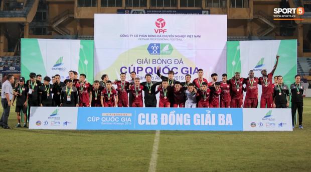 Trợ lý người Hàn Quốc khóc nức nở, không phục thất bại trước Hà Nội FC ở bán kết Cúp Quốc gia 2019 - Ảnh 11.