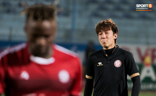 Trợ lý người Hàn Quốc khóc nức nở, không phục thất bại trước Hà Nội FC ở bán kết Cúp Quốc gia 2019 - Ảnh 3.