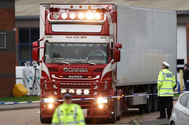 Báo Anh: Cảnh sát truy tìm trùm buôn người gốc Việt đứng sau thảm kịch 39 thi thể trong container - Ảnh 1.