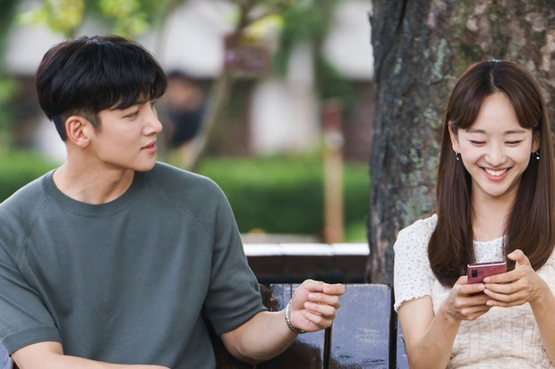 Ji Chang Wook chuẩn bạn trai quốc dân ở Nhẹ Nhàng Tan Chảy: Bồ cũ thì xao xuyến, gái trẻ muốn nhào đến hôn - Ảnh 3.