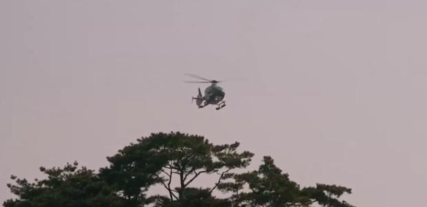 Vagabond tập 12: Lee Seung Gi đi bão theo kiểu chạy vào nhà xác, xúc động với tường người chắn đạn - Ảnh 8.