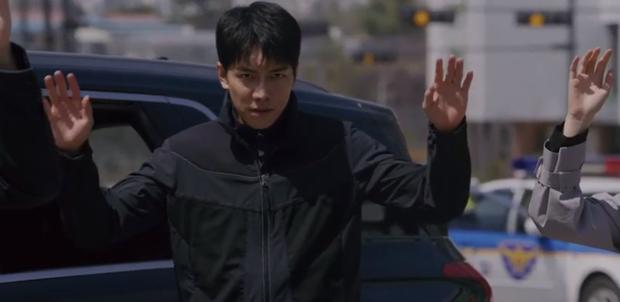 Vagabond tập 12: Lee Seung Gi đi bão theo kiểu chạy vào nhà xác, xúc động với tường người chắn đạn - Ảnh 9.