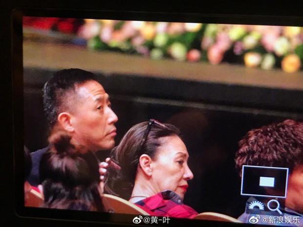 Fan rơi nước mắt vì Đường Hạc Đức bất ngờ xuất hiện ở Thượng Hải, làm điều đặc biệt vì nhớ Trương Quốc Vinh - Ảnh 3.