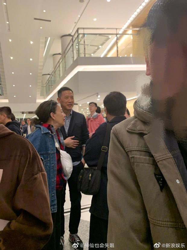Fan rơi nước mắt vì Đường Hạc Đức bất ngờ xuất hiện ở Thượng Hải, làm điều đặc biệt vì nhớ Trương Quốc Vinh - Ảnh 1.