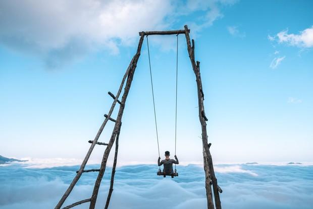 Đu xích đu giữa biển mây ở độ cao 2100m chắc chắc sẽ là trải nghiệm có 1-0-2 dành cho hội thích chinh phục - Ảnh 4.
