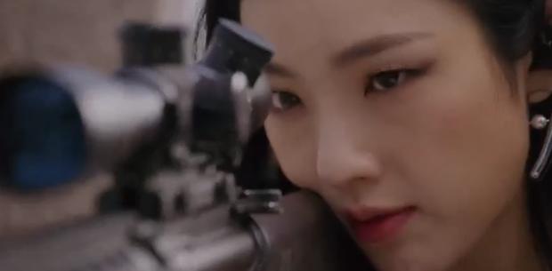 Vagabond tập 12: Lee Seung Gi đi bão theo kiểu chạy vào nhà xác, xúc động với tường người chắn đạn - Ảnh 14.