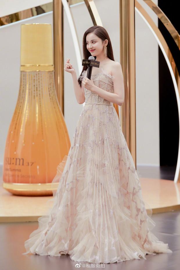 Lộng lẫy như tiên giáng trần ở sự kiện, Cổ Lực Na Trát gây sốt Weibo: Đúng là phụ nữ đẹp nhất khi chẳng thuộc về ai! - Ảnh 6.